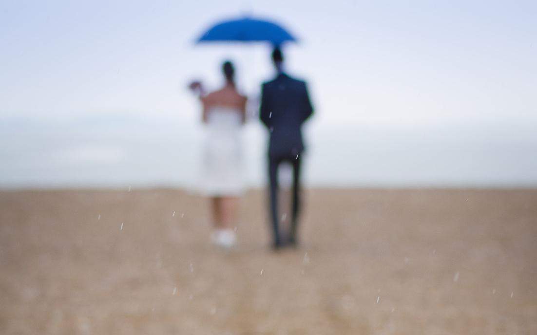 boda en la playa lluvia